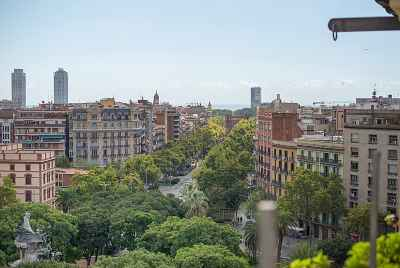 Commercial property in central district of Barcelona rented to a tapas bar